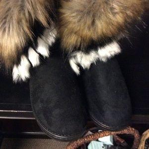 NEW Furry aztec boots
